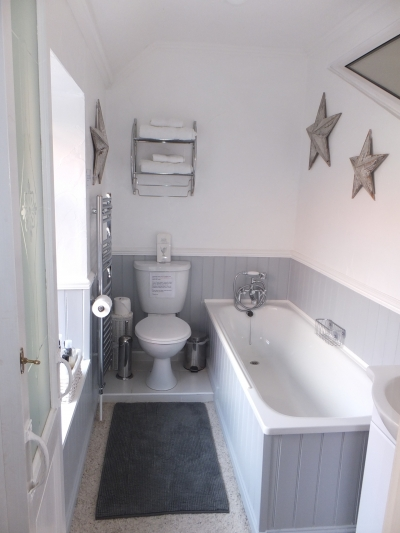 Fully featured en-suite bathroom